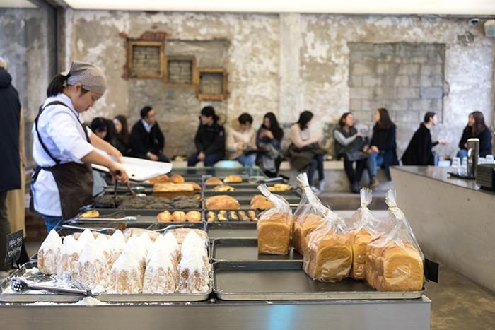 洋葱咖啡厅的蛋糕和面包
