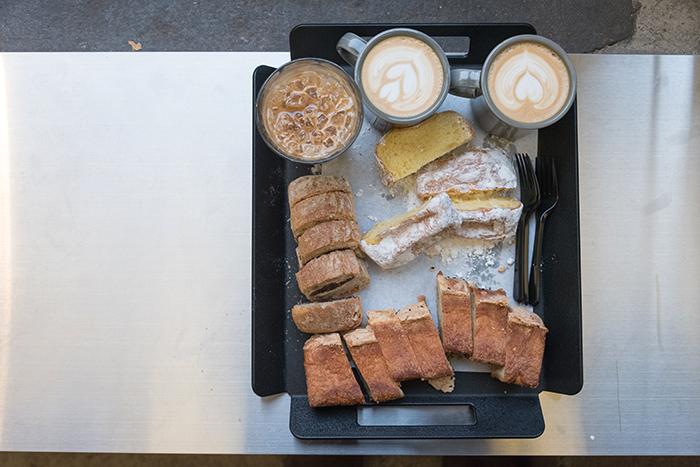 洋葱咖啡厅的面包和咖啡