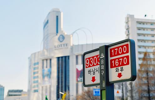 蠶室樂天百貨前的公車站牌照片
