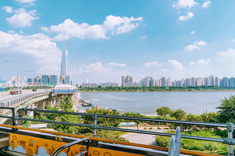 從首爾城市觀光巴士看到的漢江和蠶室市內的風景