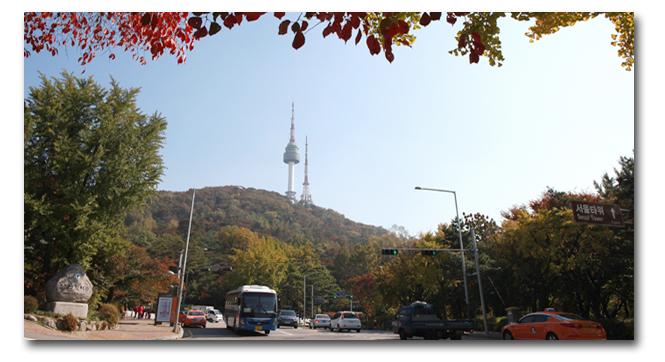 남산타워가 보이는 풍경 이미지