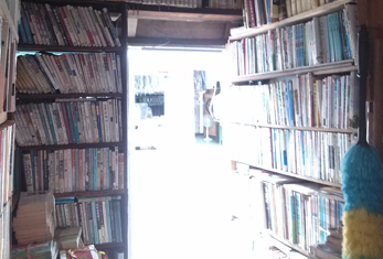 テオ書店内部
